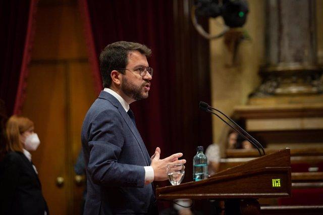 El president de la Generalitat, Pere Aragonès, intervé en el ple del Parlament.