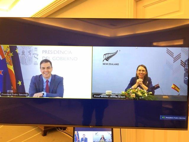 El presidente del Gobierno, Pedro Sánchez, y la primera ministra de Nueva Zelanda, Jacinda Ardern