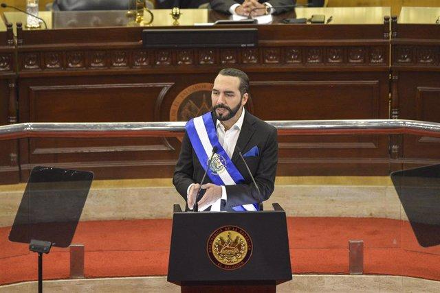 El presidente de El Salvador, Nayib Bukele, pronuncia un discurso en la Asamblea Legislativa con motivo del cierre de su segundo año de gestión.