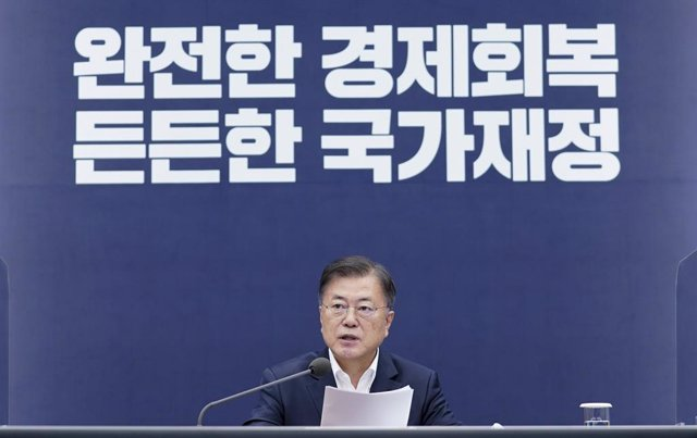 27 May 2021, South Korea, Seoul: South Korean President Moon Jae-in speaks during the 2021 National Fiscal Strategy Meeting at Cheong Wa Dae in Seoul. Photo: -/YNA/dpa
