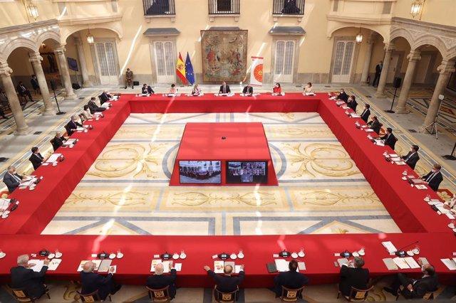 El Rey Felipe VI preside la reunión del patronato del Real Instituto Elcano