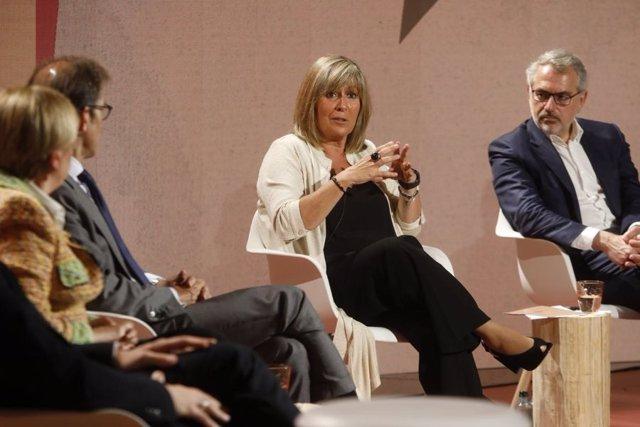 L'alcaldessa de l'Hospitalet de Llobregat, Núria Marín, en els 'Diàlegs per a la reconstrucció. Obrim fil'.