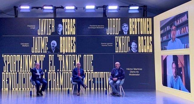 El presidente de LaLiga, Javier Tebas, y el cofundador de Mediapro Jaume Roures en el foro Industria y Deporte del diario As y 2Playbook.