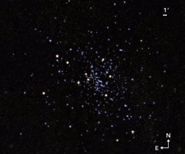 Vista del cúmulo si se pudiera eliminar la contaminación de estrellas y polvo que lo oculta.