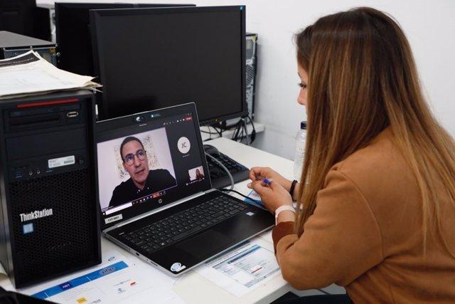 Nou empreses han entrevistat més de 50 candidats de la primera promoció IT Academy 2021 de Barcelona, en una sessió de 'speed dating' al Cibernàrium de l'edifici Mediatic, al districte tecnològic del 22@.