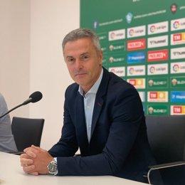 El entrenador del Elche, Fran Escribá, en rueda de prensa en el Martínez Valero.