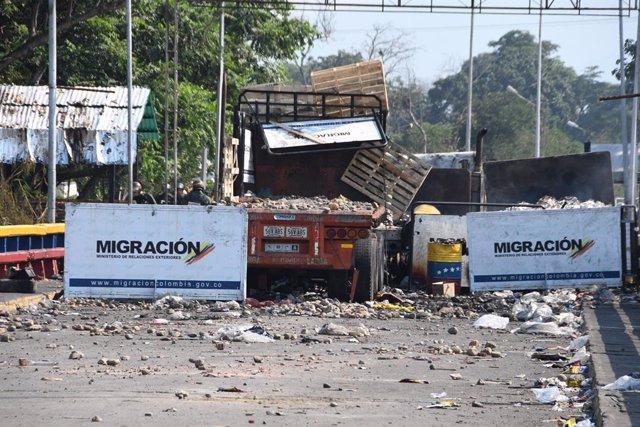 Archivo - Ayuda humanitaria enviada a Venezuela en la frontera de Colombia