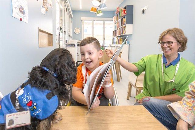 Dogs_supporting_hospitalized_children_at_Sant_Joan_de_Deu