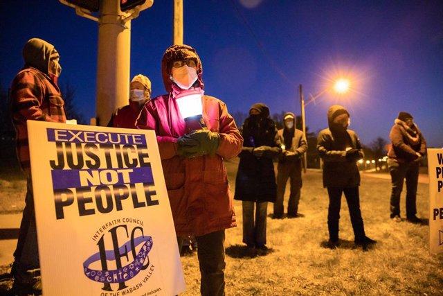 Archivo - Protesta contra la pena de muete en Bloomington, Indiana