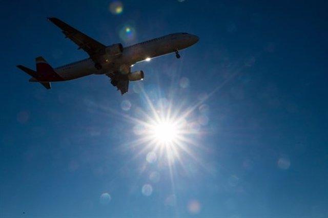 Archivo - Avión Volando