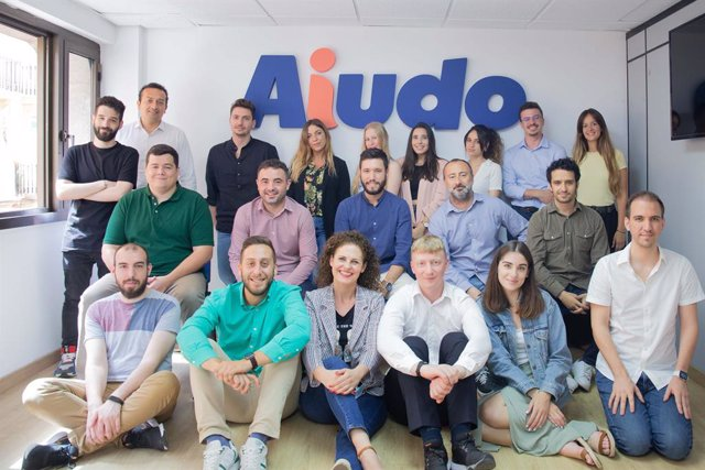 Equipo de Aiudo al completo en sus nuevas oficinas.