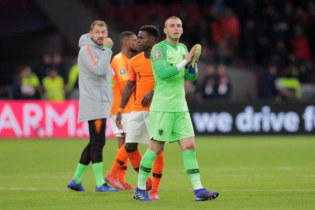 Archivo - AMSTERDAM, Football, 24-03-2019, Euro qualification, Stadium Johan Cruyffarena, Netherlands goalkeeper Jasper Cillessen thanking the fans during the game Netherlands - Germany.
