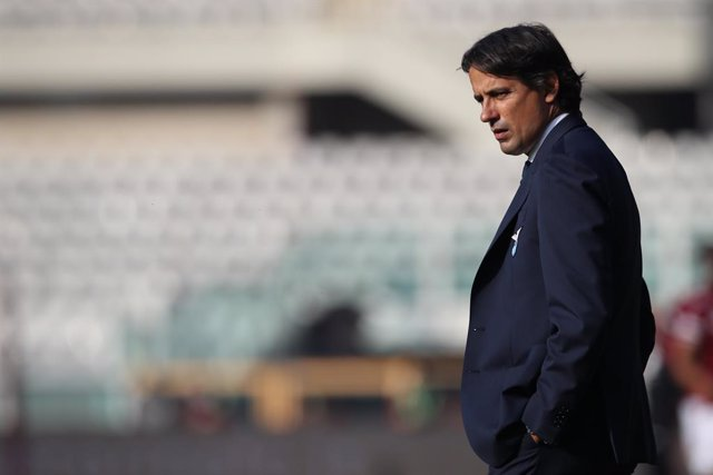 Archivo - 01 November 2020, Italy, Turin: Lazio coach Simone Inzaghi stands on the sidelines during the Italian Serie A soccer match between Torino FC and SS Lazio at Olympic Grande Torino Stadium. Photo: Jonathan Moscrop/CSM via ZUMA Wire/dpa