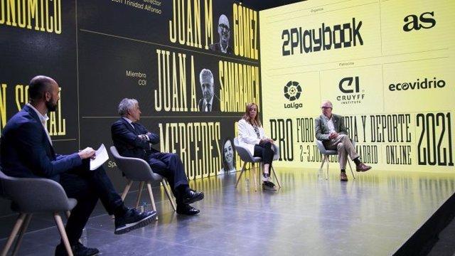El miembro español del COI Juan Antonio Samaranch y la responsable de Spain Sports Global Mercedes Coghen en el foro PRO Industria y Deporte.