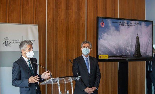 El ministre de l'Interior, Fernando Grande-Marlaska, durant la seva visita a Cadis.