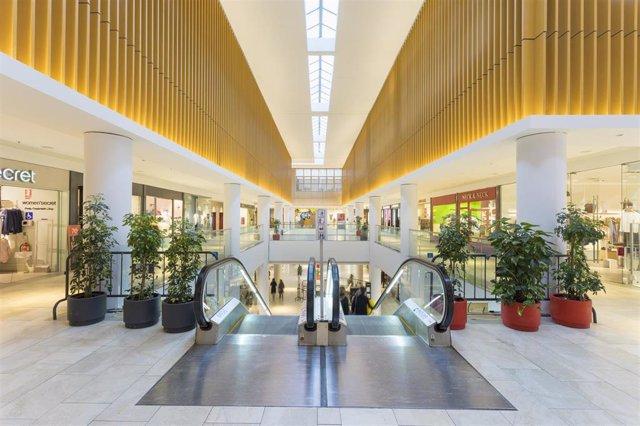 Archivo - Uno de los centros comerciales de la socimi Merlin Properties