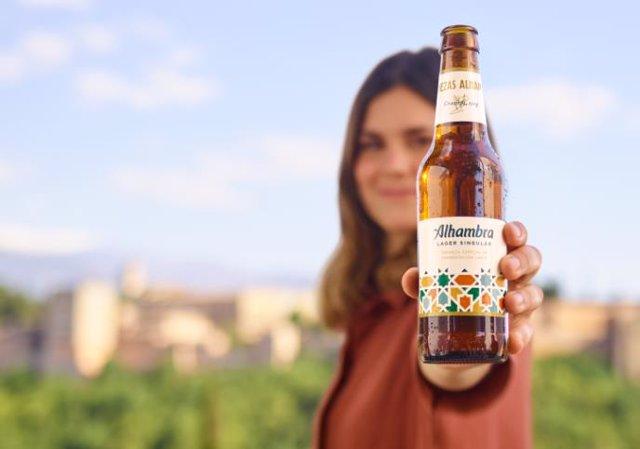 Campaña de Alhambra Lager Singular.