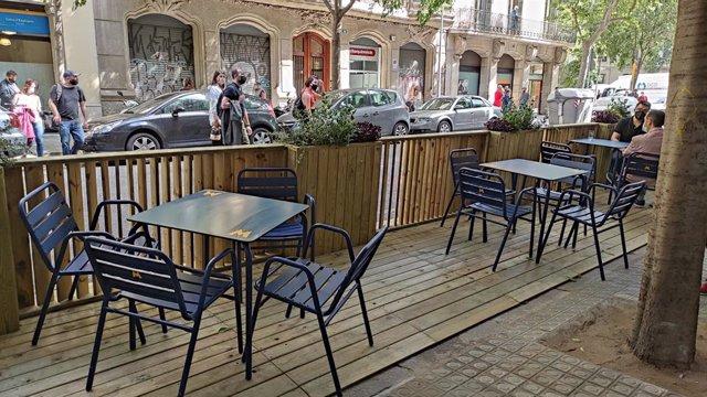 Un dels prototips que l'Ajuntament ha instal·lat a les terrasses per substituir els blocs de formigó.