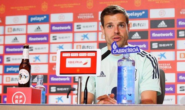 César Azpilicueta en rueda de prensa con la selección española
