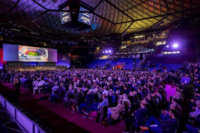 Asamblea de socios compromisarios del FC Barcelona