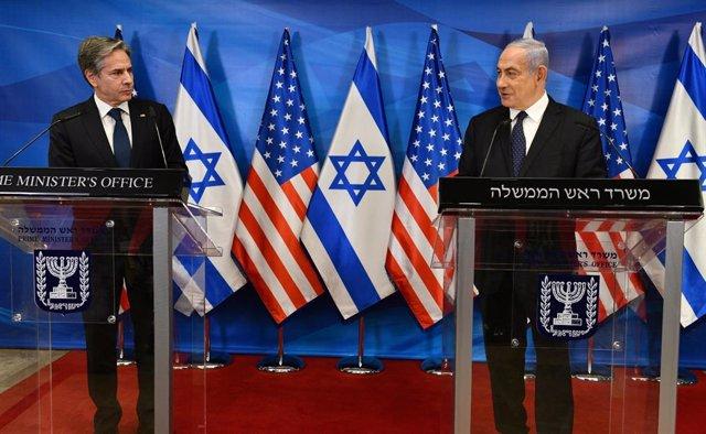 El secretario de Estado de EEUU, Antony Blinken (i), junto al primer ministro de Israel, Benjamin Netanyahu (d)