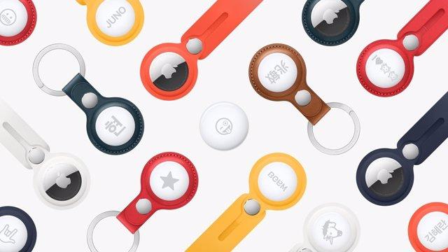 AirTags personalizados con diferentes accesorios y emojis