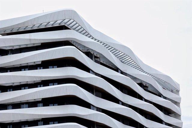 Archivo - Edificio de viviendas en construcción en Madrid (España).