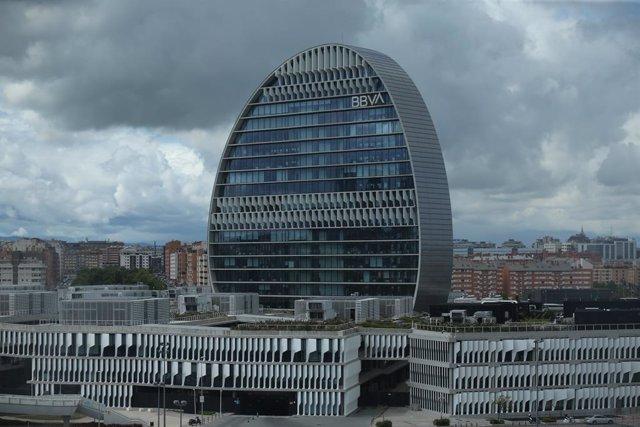 Archivo - Edificio de la sede de BBVA en Madrid, conocido como 'La Vela', a 22 de abril de 2021, en Madrid.