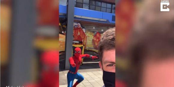 1. Un entusiasta de Disneyland avanza imágenes del nuevo campus de los Vengadores