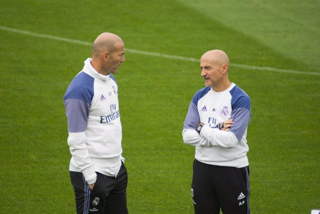 Archivo - Antonio Pintus y Zinedine Zidane (Real Madrid)