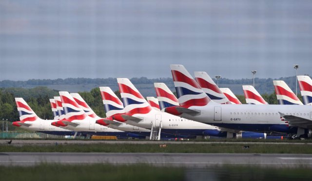 Archivo - 04 May 2020, England, Gatwick: British Airways planes are parked at Gatwick Airport in Sussex due to the coronavirus outbreak. Photo: Gareth Fuller/PA Wire/dpa