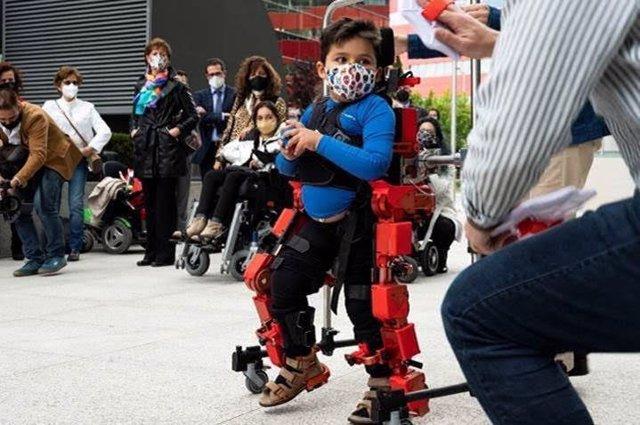 El primer exoesqueleto pediátrico robotizado y articulado del mundo, el Atlas 2030, desarrollado por Marsi-Bionics.