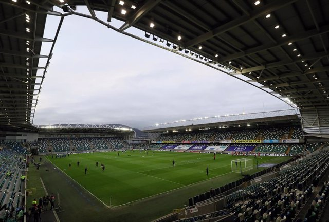 Archivo - 31 March 2021, United Kingdom, Belfast: Players warm up ahead of the 2022 FIFA World Cup European Qualifiers Group C soccer match between Northern Ireland and Bulgaria at Windsor Park. Photo: Brian Lawless/PA Wire/dpa