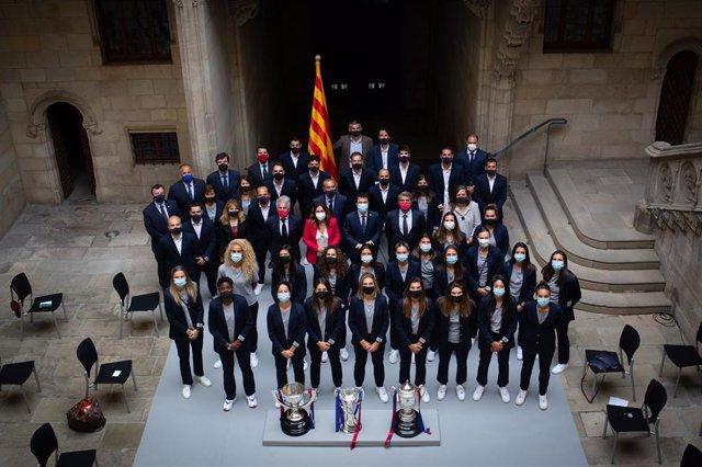 El president de la Generalitat, Pere Aragonès, rep l'equip femení de futbol del FC Barcelona al Palau de la Generalitat.