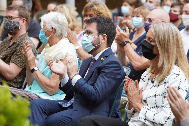 El president del Govern, Pere Aragonès, en un homenatge pòstum a l'economista Arcadi Oliveres.