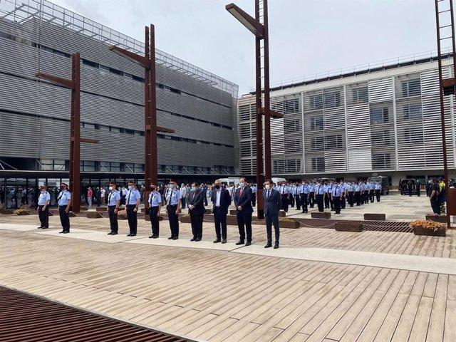 Minut de silenci en el complex central de Mossos d'Esquadra en record a l'agent que ha mort en un accident causat per un conductor embriac i sense carnet. El 4 de juny de 2021.