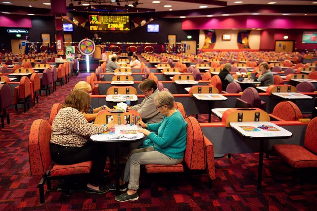 17 May 2021, United Kingdom, Birmingham: People play a game at the Mecca Bingo hall in Birmingham, West Midlands, as indoor hospitality and entertainment venues reopen to the public following the further easing of lockdown restrictions in England. Photo: