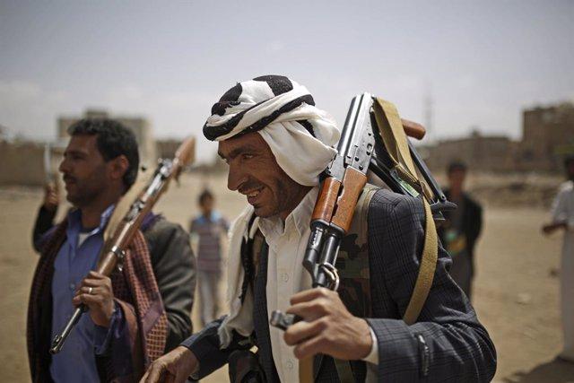 Archivo - Rebeldes hutíes en Yemen