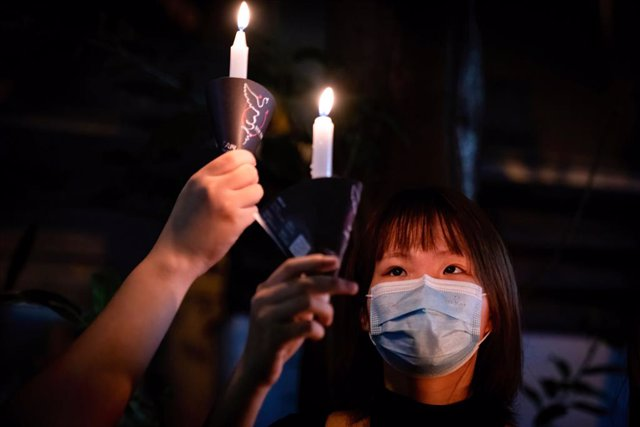04 June 2021, China, Hongkong: A woman takes part in a vigil outside Victoria Park to markthe 32nd anniversary of China's 1989 Tiananmen Square massacre. The vigil got banned by the authorities due to the coronavirus pandemic. Photo: Tang Yan/SOPA Images