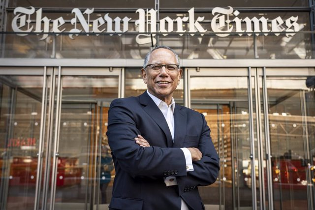 Archivo - April 03, 2019 - New York, New York, United States: Dean Baquet, the Executive Editor of The New York Times, poses for a portrait at The New York Times building on 8th Avenue in Manhattan. (Natan Dvir / Contacto Images)