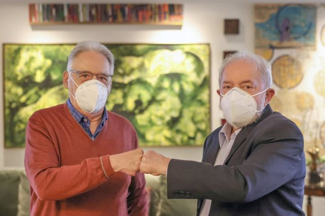 Los expresidentes de Brasil Luiz Inácio Lula da Silva y Fernando Henrique Cardoso durante un encuentro personal