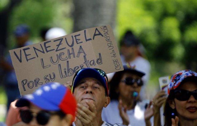 Archivo - Una manifestación opositora en Venezuela.