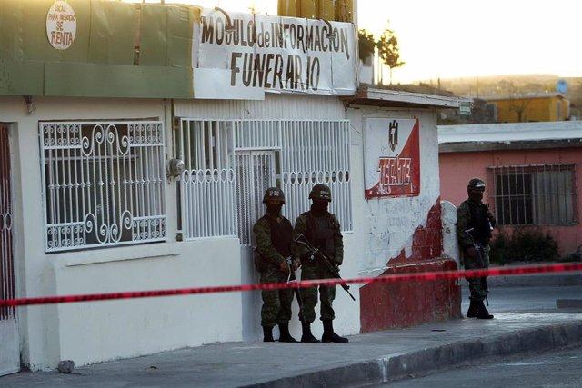 Archivo - Policía militar en la ciudad mexicana de Juárez.