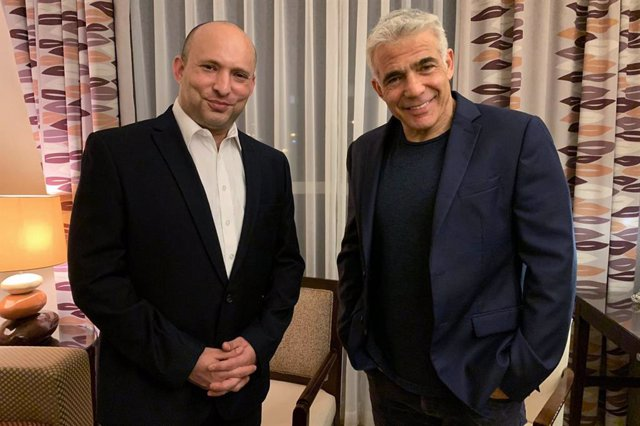 FILED - 03 June 2021, Israel, Ramat Gan: Israeli Yesh Atid party leader Yair Lapid (R) poses for a photo with the leader of HaYamin HeHadash (New Right) party Naftali Bennett ahead of their meeting. On Wednesday evening, the former opposition leader Lapid