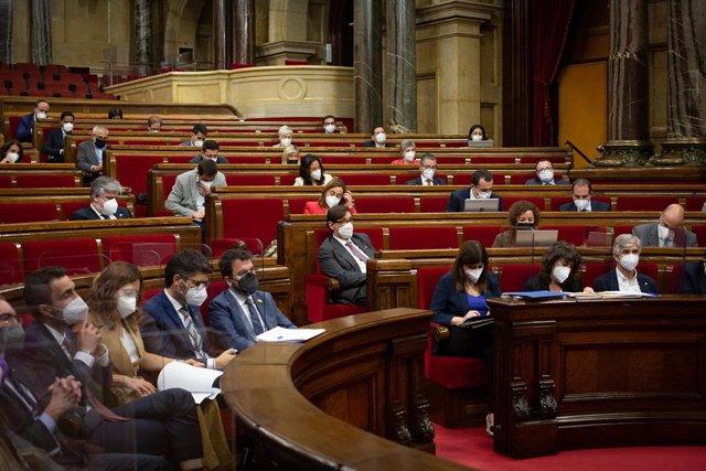 El grup parlamentari socialista en el ple del Parlament del 3 de juny del 2021
