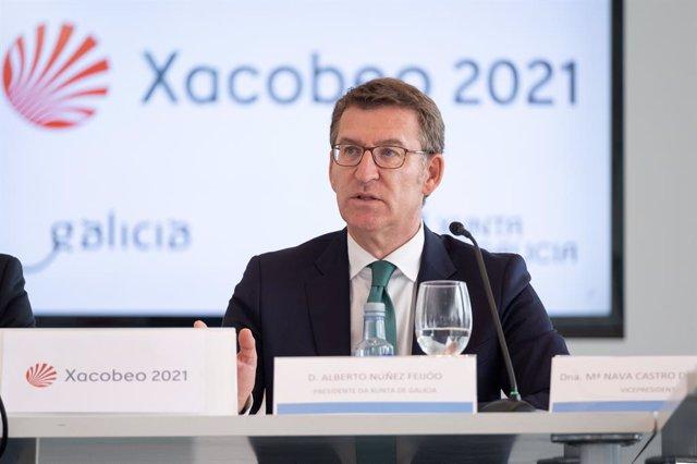 Archivo - Alberto Núñez Feijóo interviene ante los medios tras la reunión de la comisión Organizadora del Xacobeo 2021.