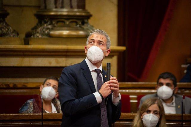El conseller d'Educació, Josep González-Cambray, intervé en la primera sessió de control del nou Executiu en el Parlament.