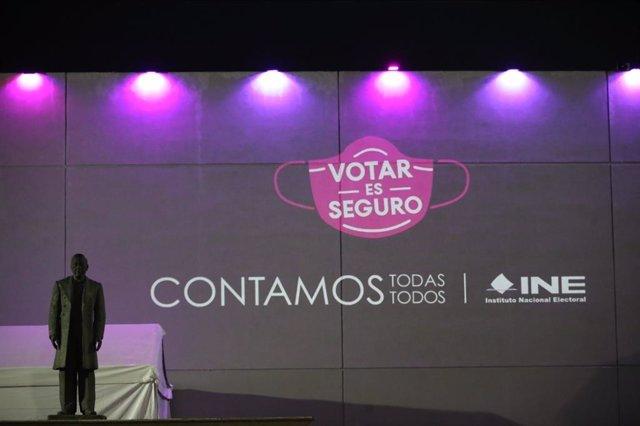 Cartel animando al voto en las elecciones de México