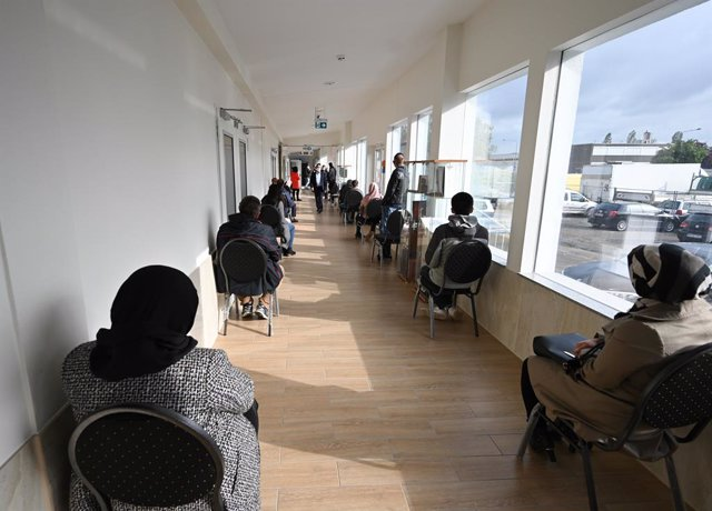 27 May 2021, Hessen, Frankfurt_Main: People wait for their vaccination at the cultural centre of the Imam Sadjad Mosque in the Fechenheim district. For three consecutive days, almost 200 people are vaccinated daily at the cultural centre. The vaccination