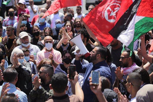 Manifestantes palestinos en una protesta contra Israel por la ofensiva en la Franja de Gaza y las tensiones en Jerusalén